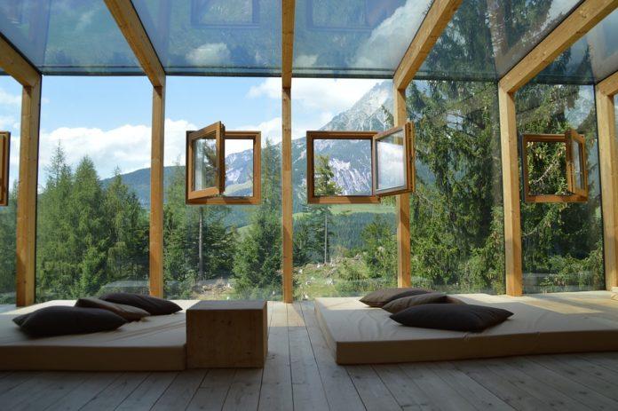 Baie vitrée d'architecte pour une maison ouverte sur l'extérieur